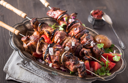 pork on skewers PGYTFWM - Brochette de porc maison (oignons - poivrons)