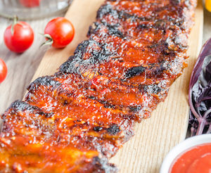 grilled pork ribs in barbecue sauce PWLZ9ZB copie 300x246 - Spare ribs marinés