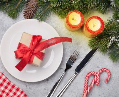 christmas table setting with candles and xmas 5U6HFT2 405x330 - Menu grand Veneur Fêtes